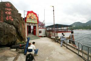 天后古廟旁有兩枝古炮,見證鯉魚門變遷。