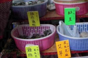 媽子茶粿數量不多,要買就趁手了。(陸嘉鈴攝)