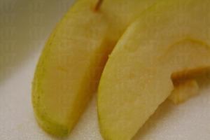乳白的果肉咬落多汁鮮甜,就像喝了一口梳打蘋果汁。