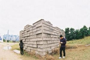 通過主展亭向前走,就可見 G.O.D 老闆楊志超的九龍城寨模型。