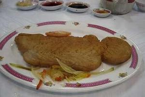 聽說脆皮荔容魚也是這店的招牌菜之一。