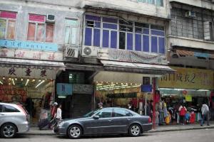 獅子石道上都是成衣批發店,以女裝和童裝為主。