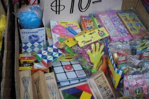 $10 一款小玩具,買來懷緬一下快樂童年也好。
