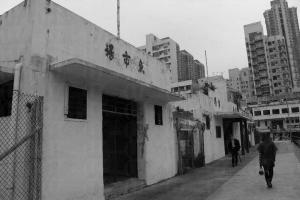 聯和市場自 02 年起空置,魚市場和菜市場在附近高樓下格外蕭瑟。