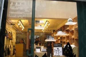 法式生活雜貨店 Kapok,內裏有一 coffee corner,亦可以選擇坐在門外樹蔭下,甚有法式 cafe 的情懷。