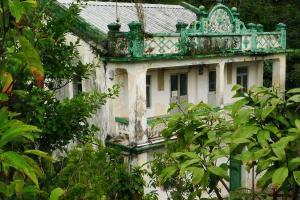 芳園書室在三十年代初被改建為兩層高、糅合中西建築風格的學堂。