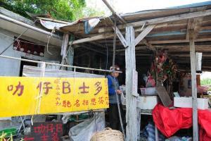 叻仔 B 士多的婆婆通常星期六日才營業,平日則視乎遊客多少才會開店。