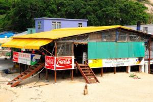 馳名的海鮮酒家,是在沙灘上搭建的高架小木屋,感覺像小島度假勝地。