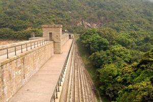 有別於一般斜坡式建築,大潭上水塘水壩是香港唯一樓梯式大壩。