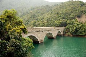 四條大潭篤水塘石橋讓大潭洋溢著歐洲風情。