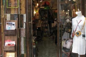 從尖沙咀搬來的 Outofstock ,以售賣懷舊家品、傢俬、相機為主!