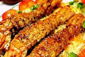 麻香燒汁瀨尿蝦,是較少有的做法,以秘製豉油烹調,與燒汁和麻香配合得天衣無縫,香口中帶點甜味,令人食欲大增,$16 / 兩。