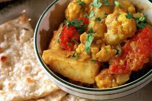 香汁羊肉雞塊以正宗印巴香料,如小茴香、薑黃及乳酪炮製,入口濃郁。