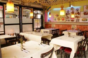 餐廳內的裝潢亦帶點南亞風情,予人地道的感覺。