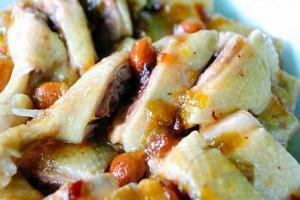 梅子鴨,酸梅是自家種植,非常開胃惹味,每隻 $160。