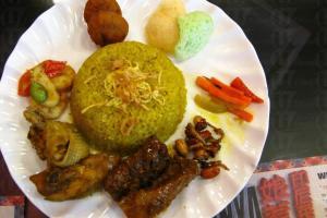 印尼黃薑飯屬假日限定的菜色。