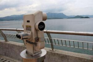 海濱長廊有望遠景鏡,可觀賞對岸景色。