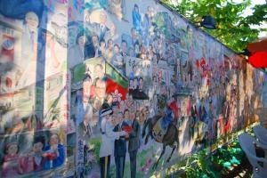 望著這幅史詩式水彩畫,你數得出幾多位人物?