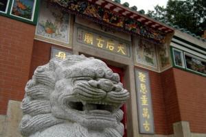 天后廟前有兩座石獅子鎮守,非常有氣勢。