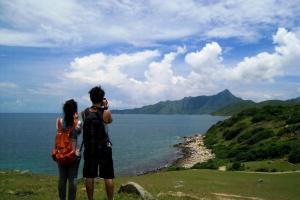 塔門擁有香港版的青青草原,對著無邊海景以及藍天白雲,任誰也放不下相機拍個不停。