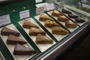 店裡的蛋糕全部以全麥麵粉所做,感覺健康。