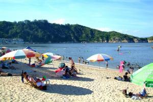 東灘海岸線長而窄,天朗氣清時更可與南丫島遙遙相望。