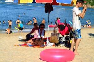 一到夏日,東灘就會變得人頭湧湧。