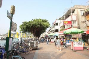 海旁路有許多海鮮菜館,競爭很大。