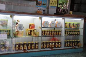 同場可以購物各式蜂蜜產品。