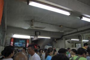 店內仍保持其舊式裝修,甚有香港地道特色。