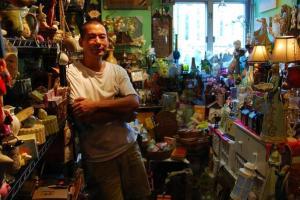 Mike 花多年時間從世界各地搜集罕見精品,讓 Home Garden 堆積起來猶如一個小寶庫。