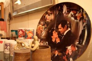 書店另一邊擺放了不少陶瓷手作與藝術品。