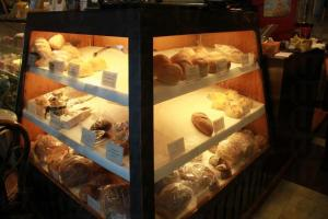 吃完不夠喉的時候可以買黑麥包回家慢慢品嚐。