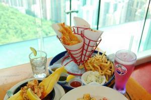 差不多所有主菜都以蝦為主,點大蝦長通粉($148)、煎蝦配蒜茸包($70)能試出不同蝦味。