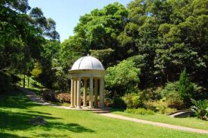 山頂花園的草地建有不少仿維多利亞式涼亭,雖然不是真跡,也相當雅緻。