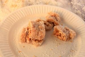 潮式椰絲糖 $13 半條,$24 一條,香甜味美。