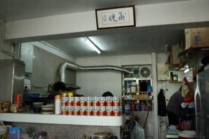 華嫂的店內就只有一塊極細小的招牌,廚房也就只是眼見那麼大,可是就是有一種引力把老饕都吸引至此。