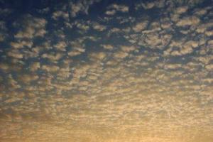 雲彩也在夕陽的餘輝下帶有漸變的顏色,頓有夕陽無限的好之感。(相片來源︰Max Wong)