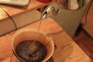原來要新鮮咖啡豆,才會在沖泡時冒出泡沫。