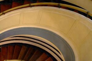 彎彎曲曲的愛德華式的長梯,流露出昔日殖民地建築的優雅。