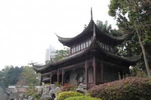 城寨公園的中式園林布局,古色古香。