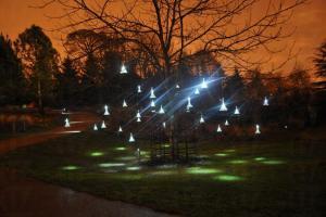 《聲光園》在英國牛津、利物浦,與蘇格蘭愛丁堡藝穗節展出時,大受歡迎。