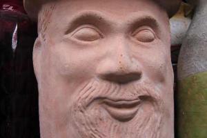 外貌千奇百趣的人面花瓶,售價為 $150 。