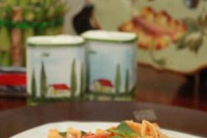自家製 pasta 配上特式番茄醬十分醒胃。