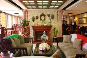 沙發配上火爐有如大戶人家的客廳,吃得酒酣耳熱大可在此與朋友摸杯底、閒話家常。