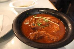 咖哩牛腩加入香枓煮成,味道香濃,牛腩煮得腍又入味。