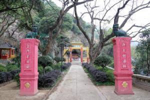 青山寺曾於年前修葺過,寺內的特色雕塑能夠更好的保存下來。