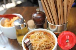 豚王更有自家製的配菜,款式每日不同,與拉麵十分配合。