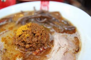 日限 10 碗的「元氣王」,其精髓就在這球肉醬!