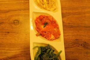 三款韓式前菜:大豆芽、大白菜及菠菜,亦可單點。
